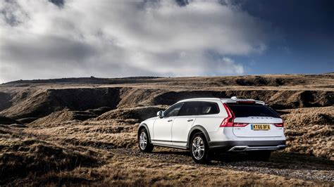 Volvo V90 D5 Cross Country Pro (2017) review: | CAR Magazine
