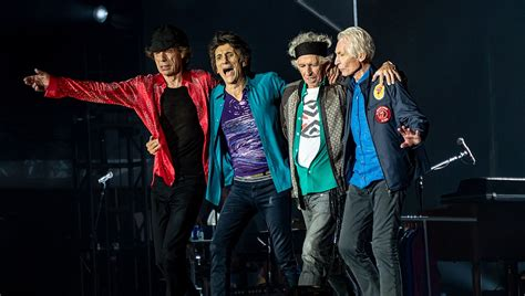 File:Rolling Stones bow post-show, London, 22 May 2018