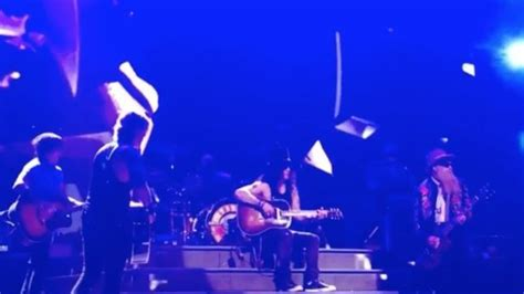 """GUNS N' ROSES Perform """"Patience"""" With ZZ TOP's BILLY"""