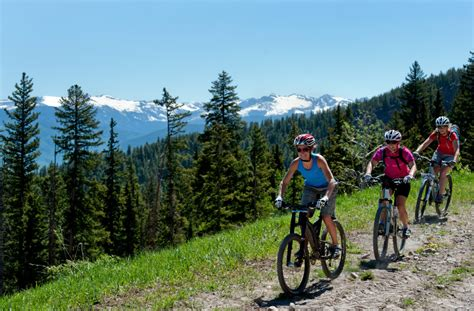 The Top 10 Women's Mountain Bike Skills Camps to Attend in