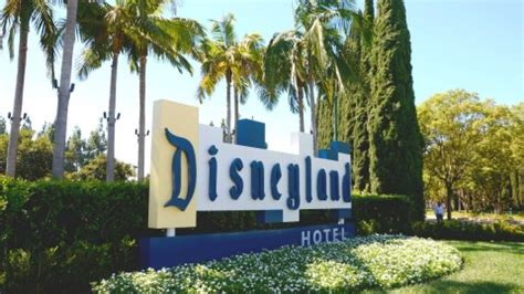 Where to Stay at Disneyland: On vs